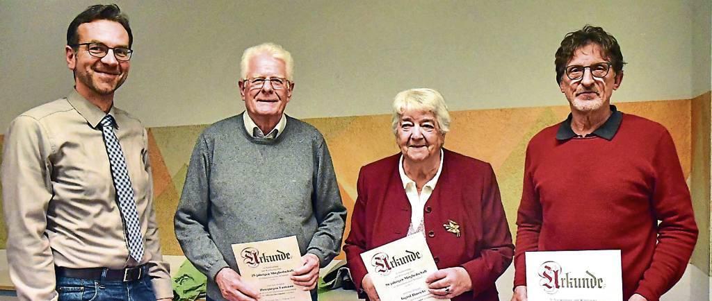 Vorsitzender Henning Gralle (von links) mit den Geehrten Hansjürgen Fastenau, Ingrid  Hinrichs und Herbert Potzler.