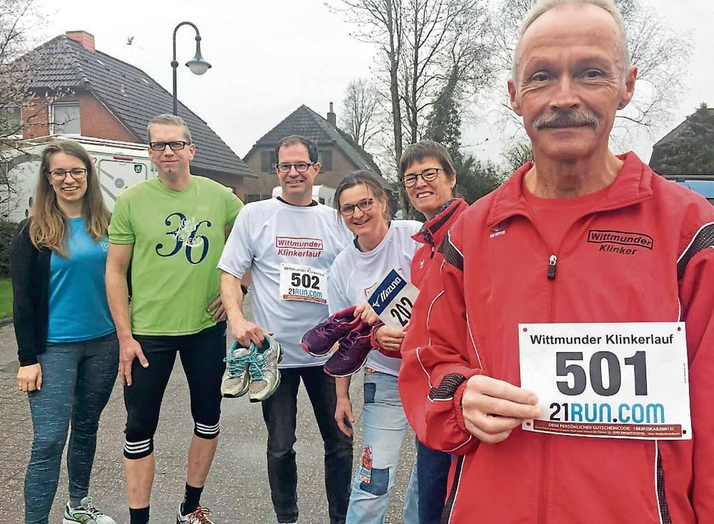 Ingrid Schöne, Ralf Toben, Henning Janssen, Sonja Heimann, Martina Stecher und Torsten Welling (v. l.) organisieren den Klinkerlauf 2019 BILD: Klaus-Dieter Heimann