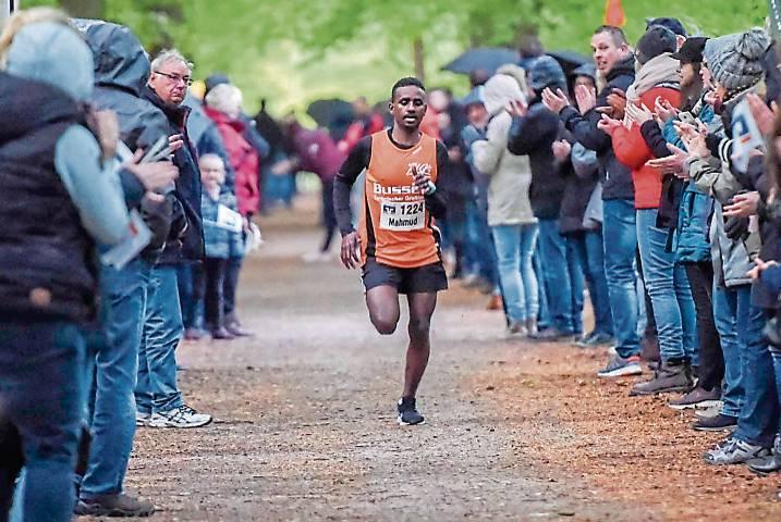 Kam erneut als Zweites ins Ziel: Mahmud Ibrahim läuft für die Emder LG. BILD: Jens Schipper