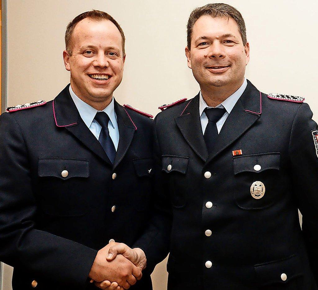 Dirk Zajons (rechts) ist neuer Ortsbrandmeister, sein Stellvertreter ist Sebastian Wellert. Foto: Michael Vollmer