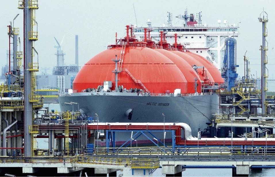 Vorbild Rotterdam: Wie hier in der niederländischen Hafenstadt soll auch in Brunsbüttel ein Terminal für Flüssiggastanker entstehen.dpa
