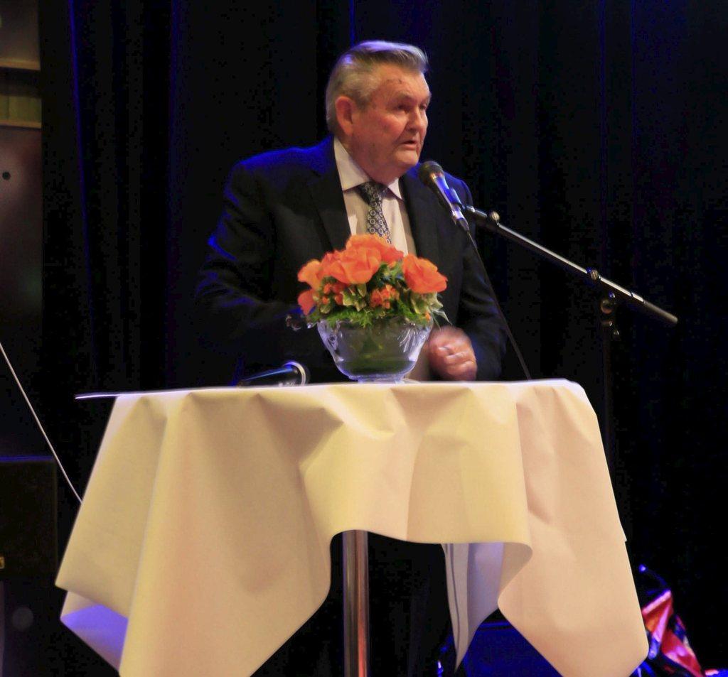 JUBILEUMSHEFTE: Arne Karlsen og Svein Hellebrekke står bak Jubileumsheftet.