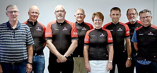 Fra venstre: Formanden for hjerteforeningen Næstved Steen Ryttels, Kaptajn for hjerterytterne Næstved Carsten Westh, Mogens Overmark, Mogens Ramsløv, Lone Holm, Michael Hjorth, Preben Larsen og Kristian Larsen.