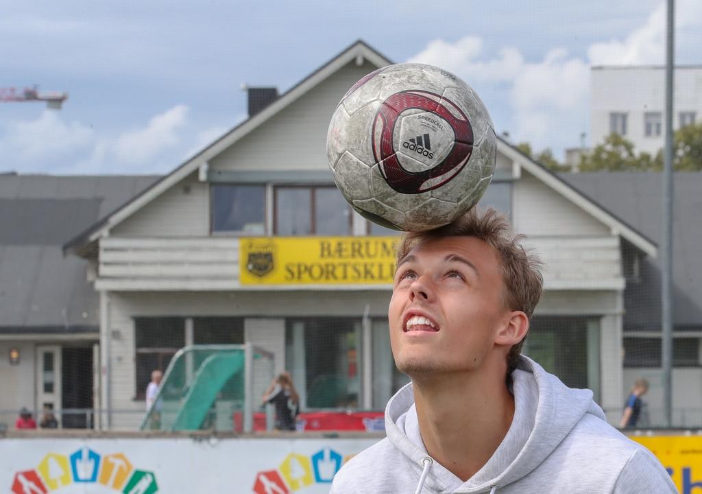 Emil Bohinen har brukt mange timer av sitt liv på kunstgressbanen på Sandvika stadion. Nå er han en etablert eliteseriespiller i Stabæk.
