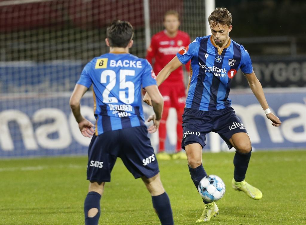 Emil Bohinen og Hugo Vetlesen (med ryggen til) tapte 1–2 for Molde på Nadderud stadion mandag. Nå kan klubben få frisk midler gjennom en aksjeemisjon.
