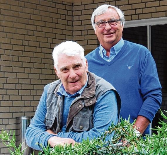 Uwe Langeloh (vorn) und Karl-Heinz Ehrenstein beim Treffen im heutigen Hotel Seegarten, das in den 1970er Jahren ihr zweites Wohnzimmer war. Claudia Ellersiek