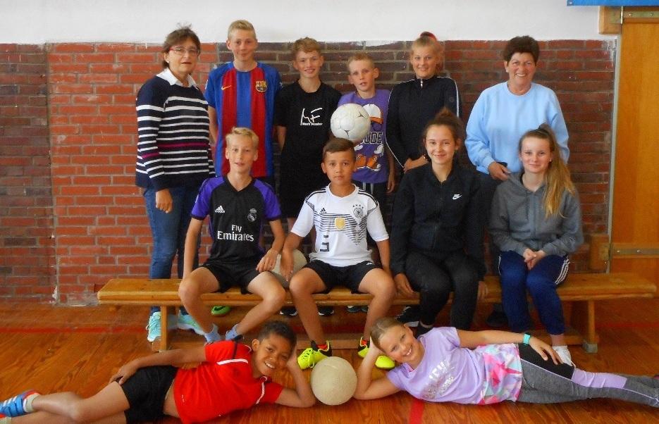 Überschaubar aber zufrieden: Die Ferienfreizeitgruppe der Sportjugend Emden auf Borkum. EZ-Bild: privat