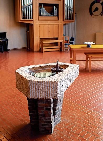 """Het doopvont van de Menorah in Drachten is een geschenk van de architect, de aannemers en de onderaannemers.<div class=""""picturecredit"""">Foto's: Jilmer Postma</div>"""