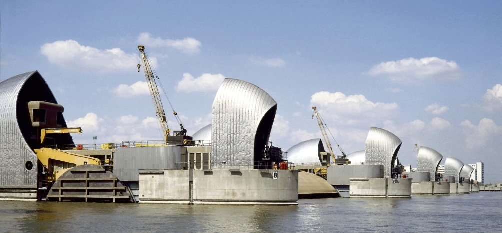 Mögliches Vorbild für das Elbe-Sperrwerk? Die Thames Barrier in Großbritannien. Kurt Scholz/dpa