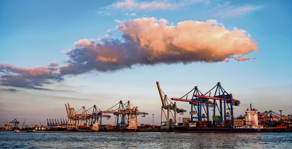 Hart umkämpft: Wegen steuerlicher Vorteile für die dortige Hafenwirtschaft laufen Standorte wie Rotterdam und Antwerpen den Häfen hierzulande zunehmend den Rang ab.Axel Heimken/dpa