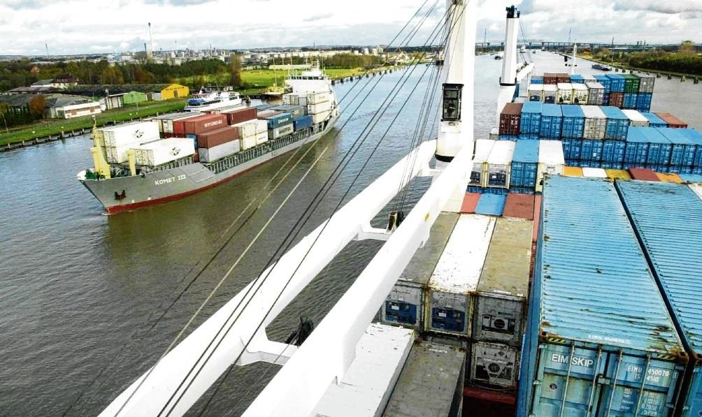 """""""Ein starkes Signal für die internationale Schifffahrt"""", nennt Enak Ferlemann, Staatssekretär beim Bundesverkehrsminister, den Ausbau des Nord-Ostsee-Kanals. Grafikfoto.de"""