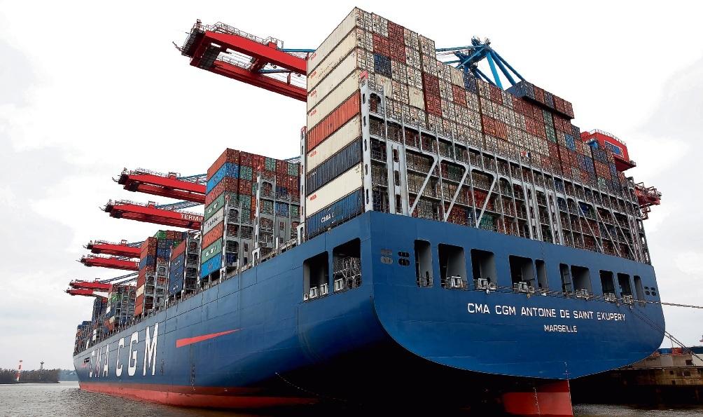 Gewohnter Anblick im Hamburger Hafen: Die Riesen von CMA CGM.Christian Charisius/dpa