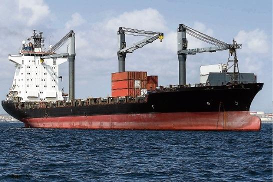 Ob Frachter oder Kreuzfahrer: Der übliche Crew-Wechsel auf den Schiffen ist oft nicht möglich. Die Besatzungen sitzen fest. westend61