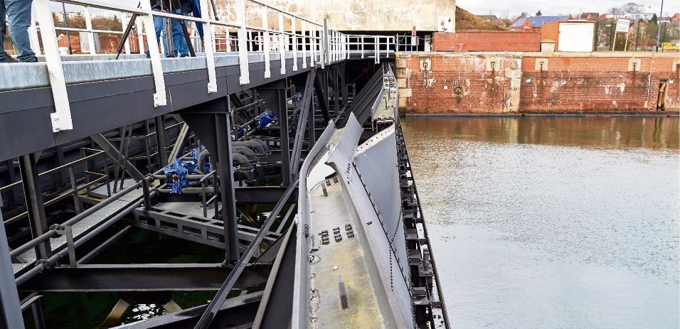 Nach der Kollision: Das beschädigte Schleusentor in Kiel-Holtenau. Pat Scheidemann