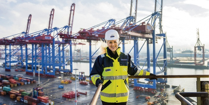 Die HHLA-Chefin Angela Titzrath auf dem Container Terminal Burchardkai.  Tina Axelsson/HHLA