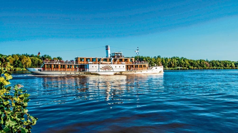 Die Freya fährt auf dem Nord-Ostsee-Kanal. Thomas Gramlow