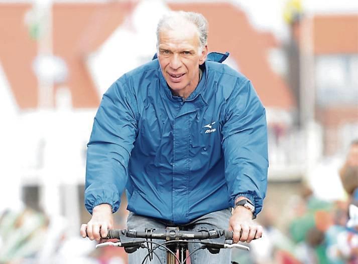 """Edzard Wirtjes ist während des """"Ossiloop anners"""" nicht nur mit seinem Rad unterwegs.Archivbild: Thomas Breves"""