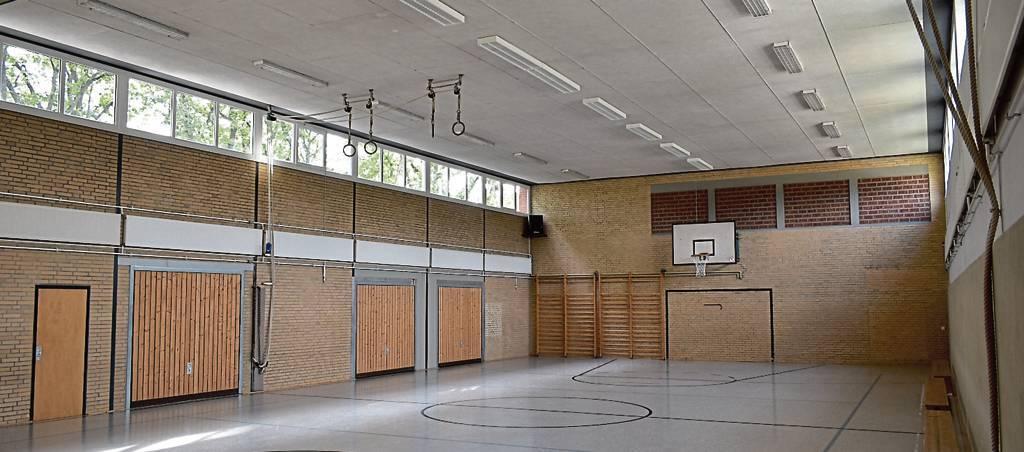 So leer wie auf diesem Bild aus der Sporthalle in Friedeburg wird es bald nicht mehr so aussehen, BILD: Detlef Kiesé