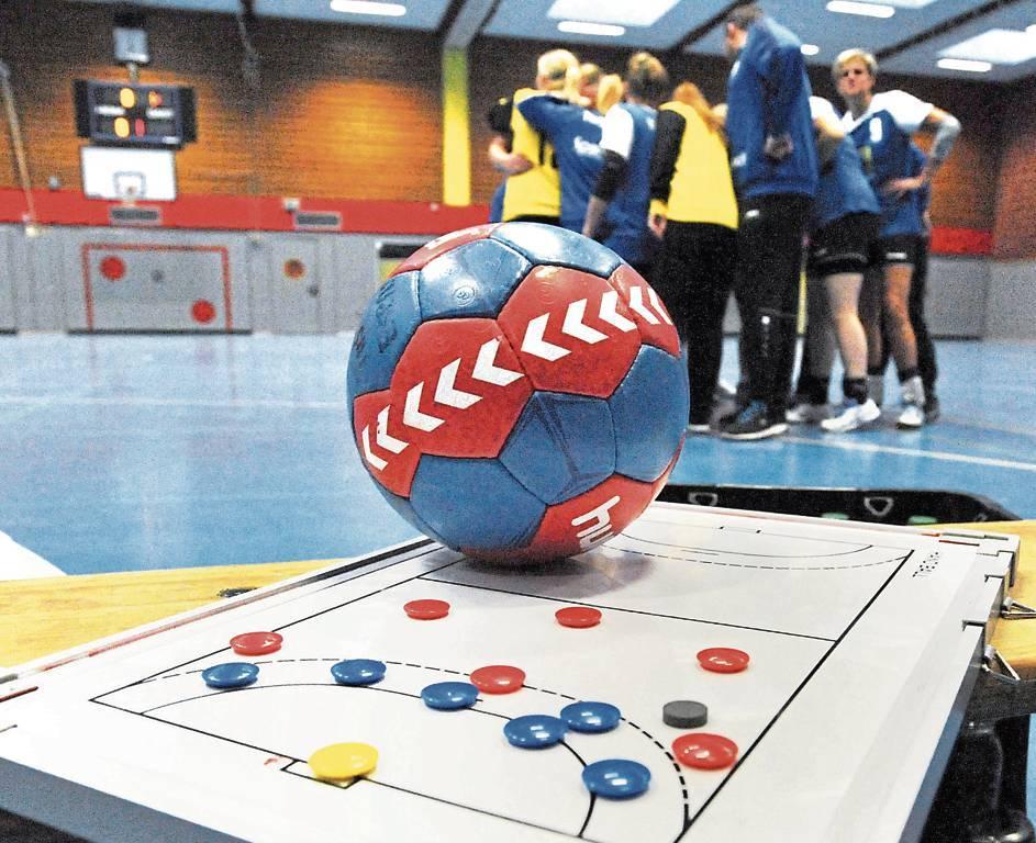 Auf Taktiktafeln und Bälle müssen die Sportler und Trainer vorerst weiter verzichten. Doch auch wenn die Saison abgebrochen wird, arbeitet die Handballregion an Alternativen zum Ligabetrieb. BILD: Joachim Albers