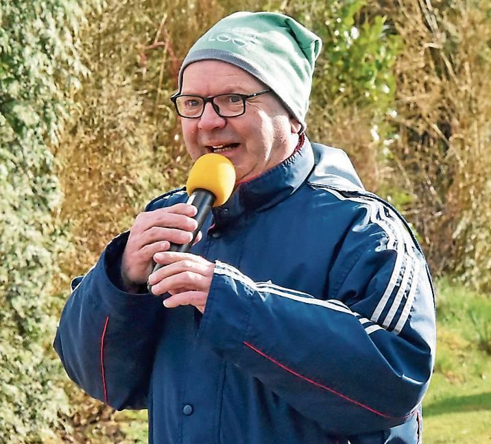 Kein Ossiloop ohne Heino Krüger. Gestern moderierte er in Blersum.BILDer: Jochen Schrievers