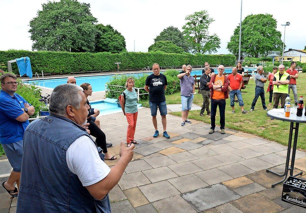 Vertreter von über 20 Vereinen aus Bodenburg und Umgebung sind bei der Informationsveranstaltung im Freibad dabei.Foto: Michael Vollmer
