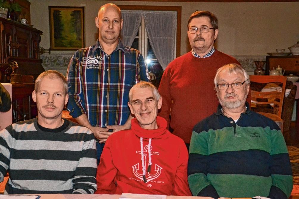 Der Vorstand:   (sitzend v. l.)  Volkert Bieber, Torsten Bruhn, Ralf Pakull                      sowie (stehend   v. l.) Bernd Witt und Rudi Simon. hem