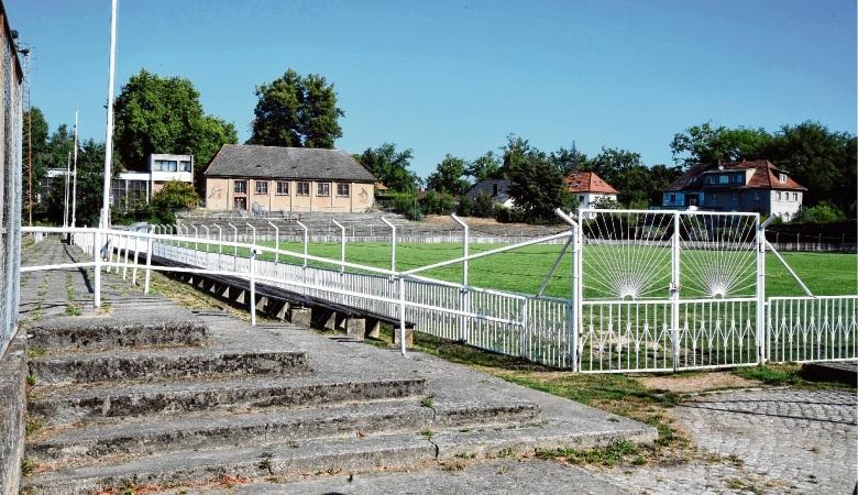 Die  Sportanlage auf der Paulshöhe  soll abgerissen  werden und Platz schaffen für Bebauung. Die Hallen müssen bleiben.kawi