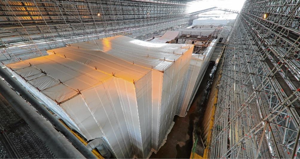 In einer großen Halle wird die Viermastbark komplett abgestrahlt und wieder schwimmfähig gemacht.Marcus Dewanger (3)