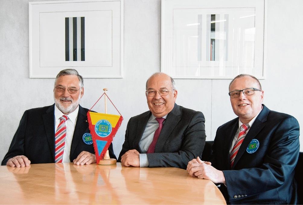 Besuchten den Kreispräsidenten Heinz Maurus (Mitte): Rainer Bruns (links) und Uwe Thomas.hn