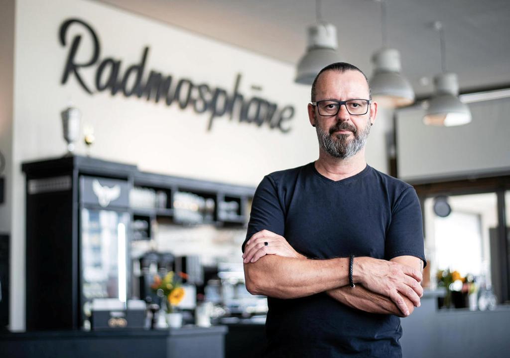 Holger Kesting, Inhaber des Bistros Radmosphäre am                 Niederfeldsee, beklagt die Verzögerung bei Planung und                 Bau des Radschnellwegs RS1. <b>Tassos</b>                 FFS