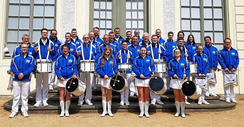Der Fanfarenzug Greiz e.V.formiert sich vor dem Sommerpalais im Fürstlich Greizer Park.                                              <b>Fanfarenzug Greiz e.V.</b>