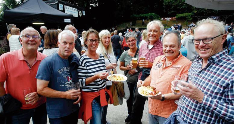 Das Dorf versammelte sich am Samstag und Sonntag auf dem Heimatspielgelände: Hier trafen sich Freunde, Nachbarn und Förderer des LTV bei Pommes, Bier und Livemusik.  Foto: Roland Keusch