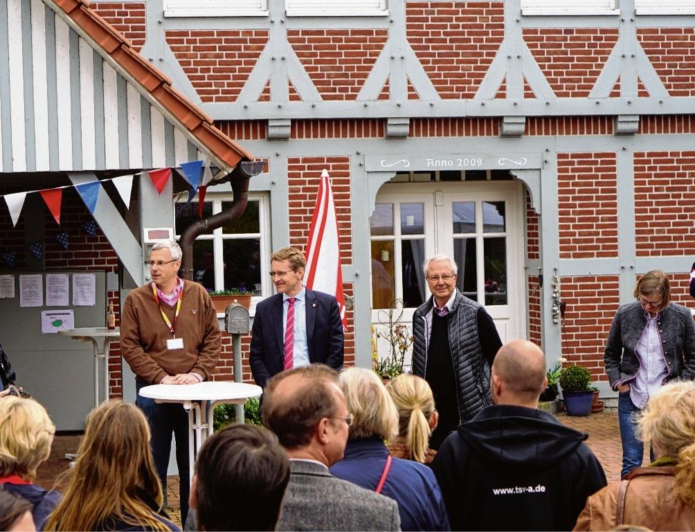 Hoher Besuch: Daniel Günther zu Gast bei Familie Lohse. Nie