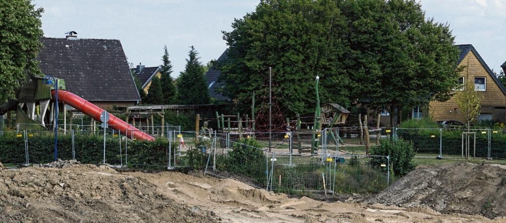 """Spielplatz ist gesperrt: Anfang August  soll                      die """"Dracheninsel"""" wieder voll geöffnet sein."""