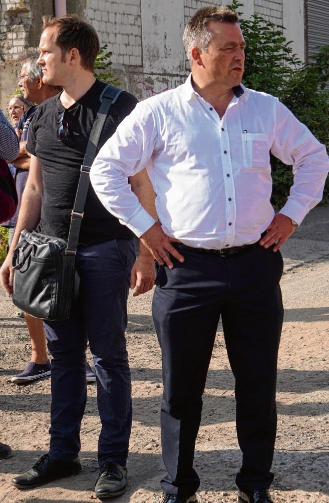 Bei der Begehung: Bürgermeister Jörg Lembke und Bauamtschef Thilo Scheuber.