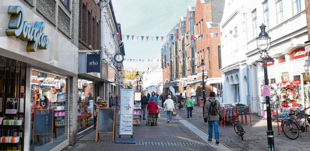 Die Oldesloer Innenstadt am Mittwoch: Douglas (links) wird Anfang 2019 die Filiale in der Kreisstadt schließen. Niemeier