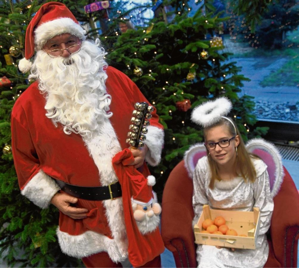 Erfreuten sich vor allem am Sonntag großer Beliebtheit: Weihnachtsmann und Engel. Nie