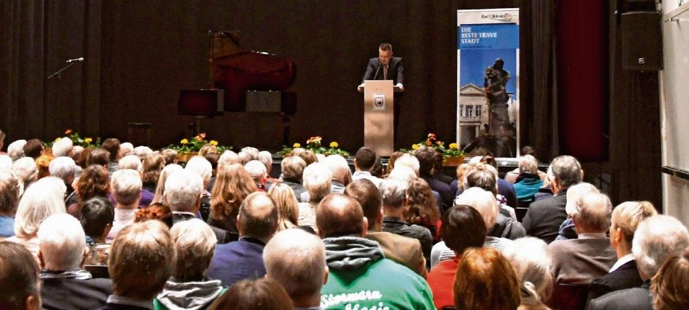 Ansprache: Jörg Lembke lobte engagierte Mitbürger und fleißige Verwaltungsmitarbeiter. Nie