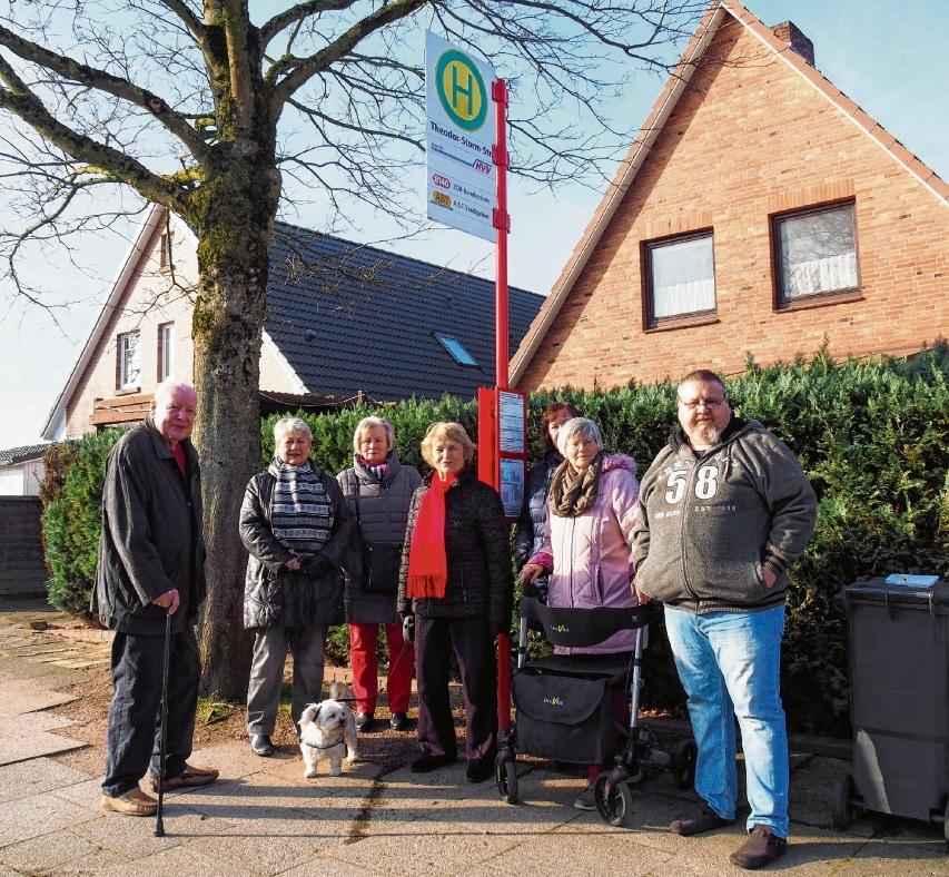 Die Senioren aus der Theodor-Storm-Straße kämpfen gegen die Aufhebung ihrer Bushaltestelle.