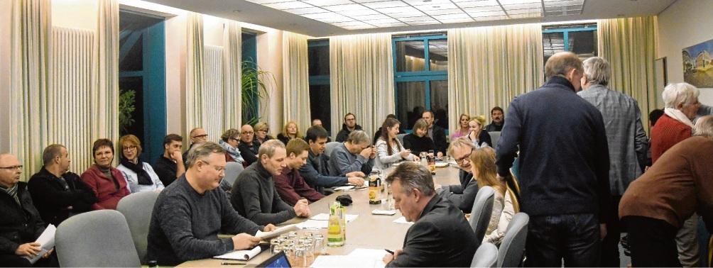 Großer Andrang im Sitzungsraum des Stadthauses: Die ersten Bürger drehten bereits vor Sitzungsbeginn um. nie