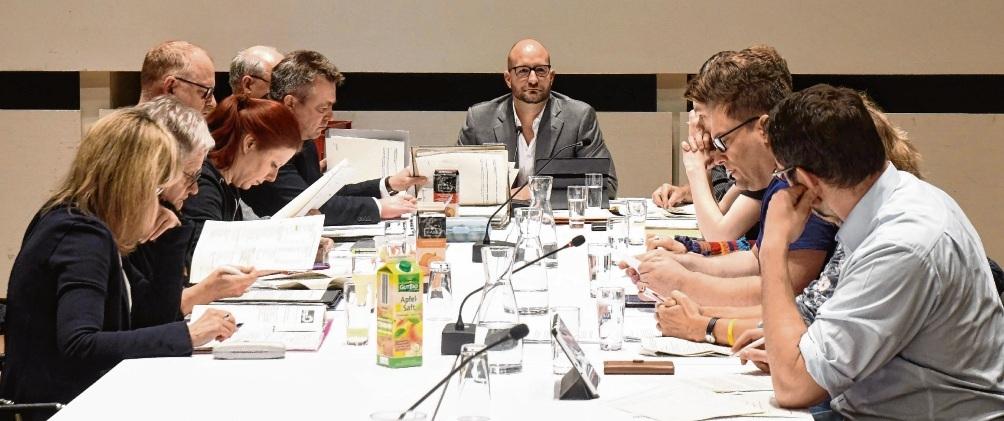 Diskussionsrunde: Martin Nirsberger (CDU, Mitte) empfing den Bildungs-,Sozial- und Kulturausschuss zur Sondersitzung. Nie