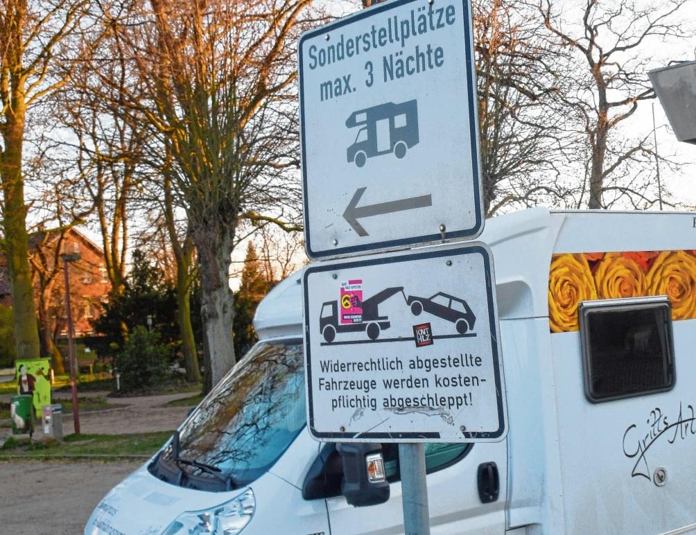 Maximal drei Nächte dürfen die Wohnmobil-Fahrer kostenlos auf dem Exer der Stormarner Kreisstadt stehen.