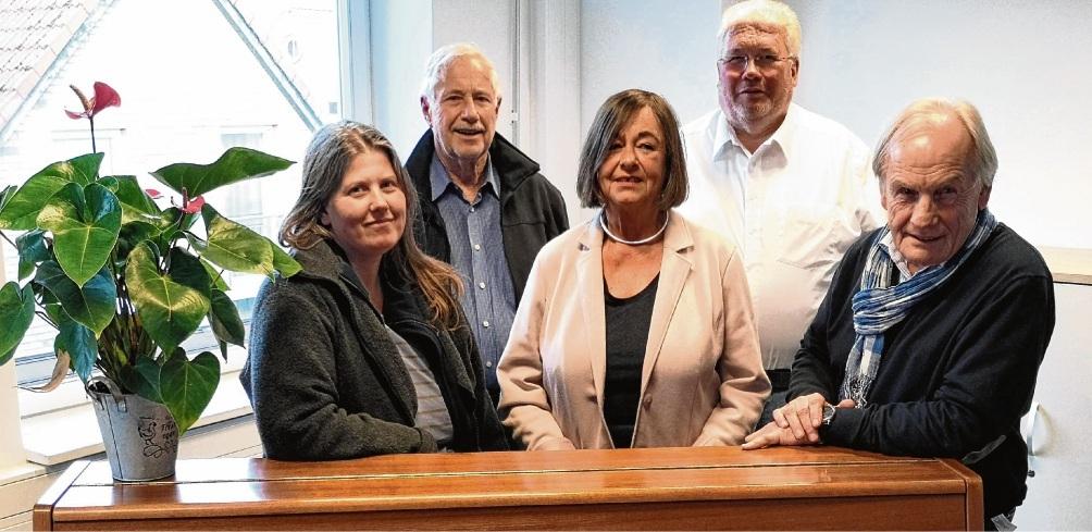 Der neu gewählte Vorstand des Fördervereins  der Oldesloer Musikschule für Stadt und Land (von links):  Birgit Hupe, Gerd Kuhn, die Vorsitzenden Karin Voss, Host Möller und Herbert Brentrup.st