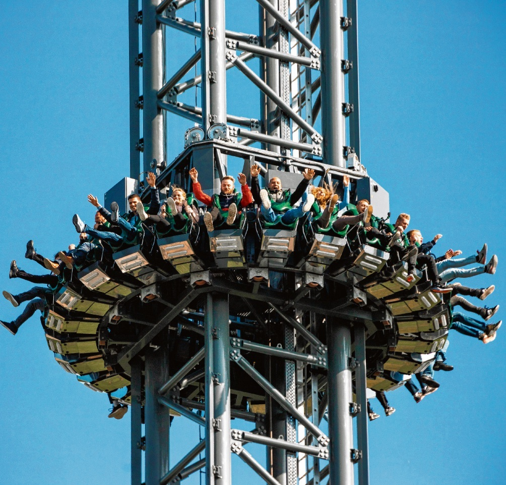 Für Oldesloer ist der Eintritt in den Hansa-Park  am Freitag, 6. September, frei.  Der Highlander (Foto)  gehört zu den Highlights des Parks an der Ostsee.  Er ist weltgrößter, höchster und schnellster Gyro Drop Tower. Die Fallhöhe beträgt 103 Meter.  HANSA PARK