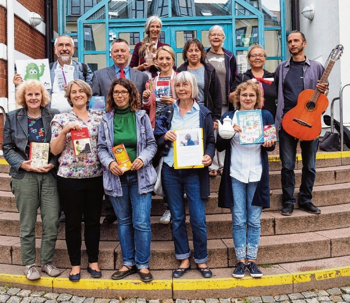 Eine bunt gemischte Truppe von Vertretern verschiedener Vereine und Einrichtungen organisieren die Interkulturelle Woche in der Kreisstadt.  Susanne Rohde
