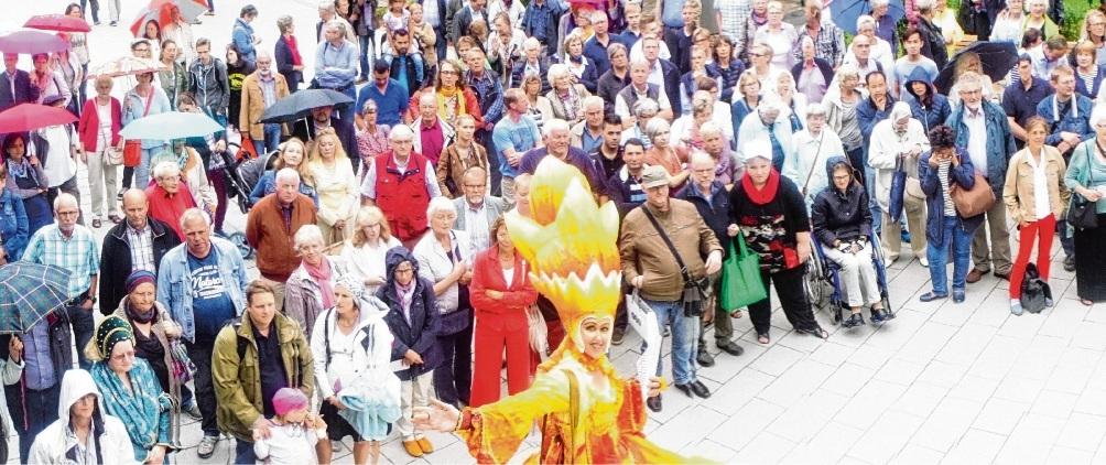 Großer Andrang am ersten Tag: Hunderte Besucher erwarteten am 4. September 2016 die erste Öffnung der Kub-Türen.Nie
