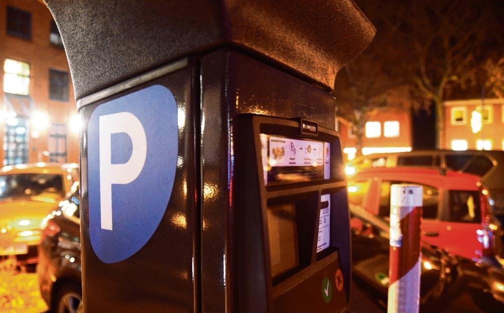Einer der ersten neuen Parkautomaten steht bereits auf dem Parkplatz hinter dem Stadthaus an der Hagenstraße.Nie