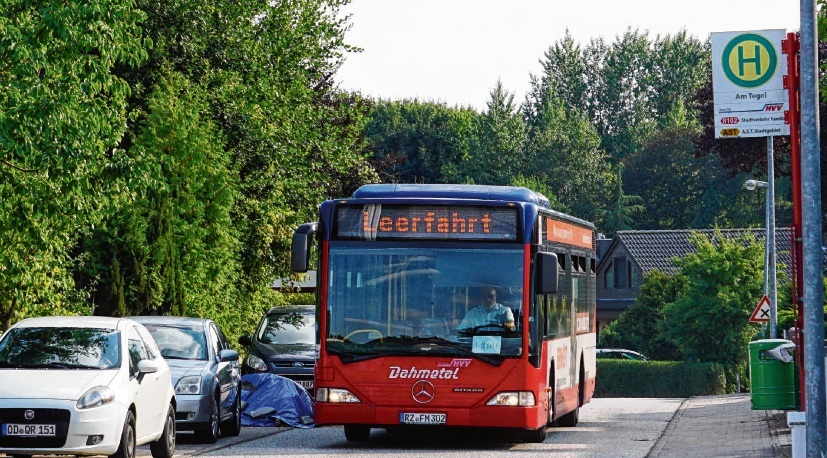 Die Stadtbus-Linie 8102 hier eine  Leerfahrt. nie