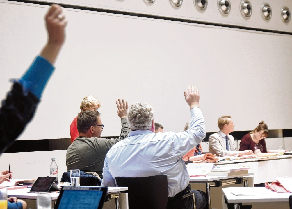 Letzte Sitzung des Jahres: Abstimmung in der  Oldesloer Stadtverordnetenversammlung. niemeier