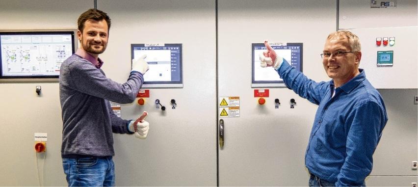 Bauleiter André Knappe und Projektleiter Holger Herzberg starten die neuen Motoren im Blockheizkraftwerk Schanzenbarg. st